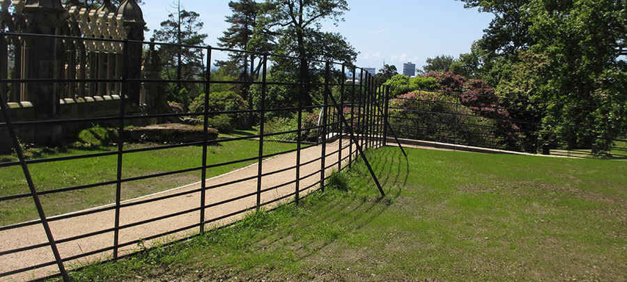 Deer park fence with stays
