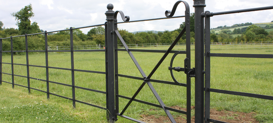 Single And Double Estate Fencing And Gates
