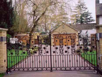 Wraysbury Driveway Gates